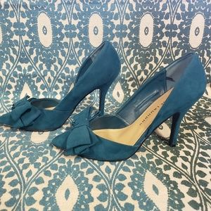 Chinese laundry teal suade bow pumps